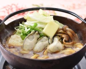 牡蠣の味噌バター鍋焼うどんとわたやむすび